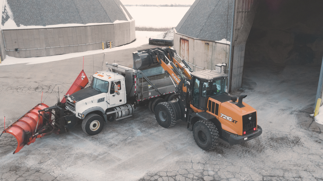 Case CE 721G wheel loader loading truck