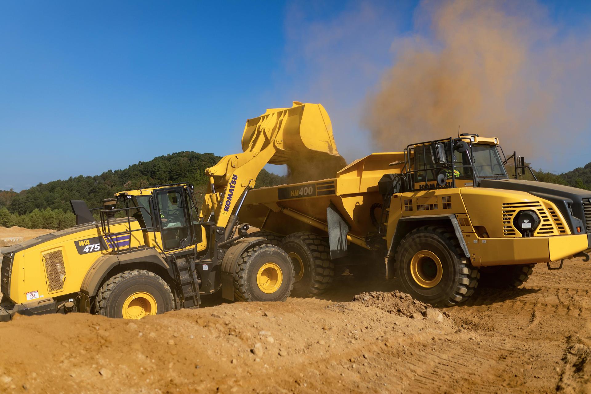 Komatsu WA475-10 wheel loader loading truck